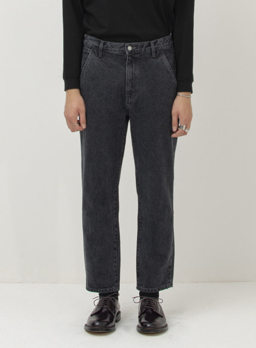 TAPERED DENIM PANTS (BLACK)