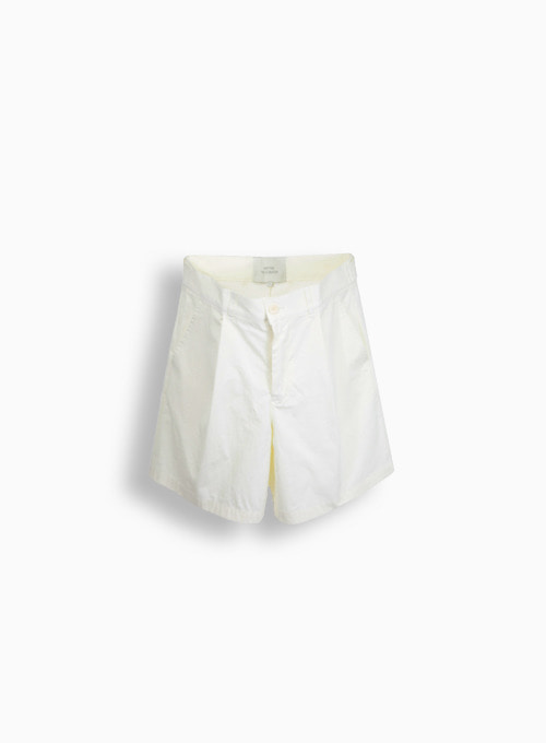 TEXTURED ONE TUCK SHORTS (CREAM)