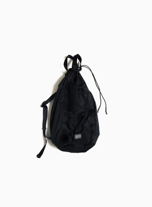 LOGO LABEL SLING BAG (BLACK)