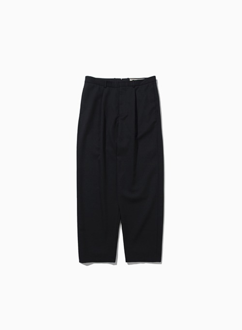 FINE WOOL ONE PLEATED TAPERED PANTS (BLACK)