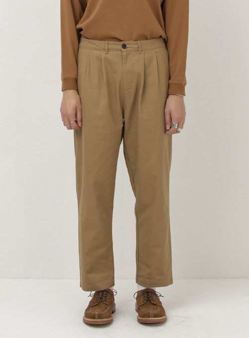 TWO PLEATED CHINO PANTS (BEIGE)