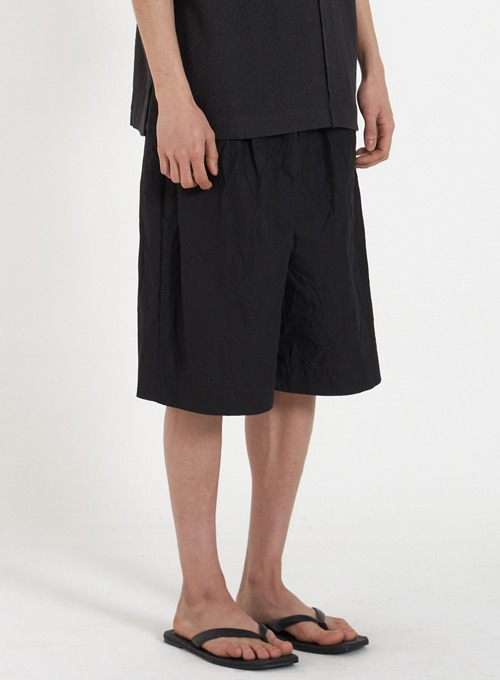 WIDE STRING HALF PANTS (BLACK CREASE)